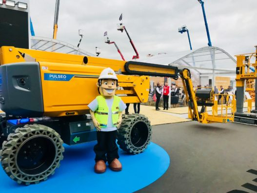 We had the visit of the IPAF expert ? this morning on our booth at INTERMAT Paris to check on our electric rough terrain articulating boom HA20 LE PRO